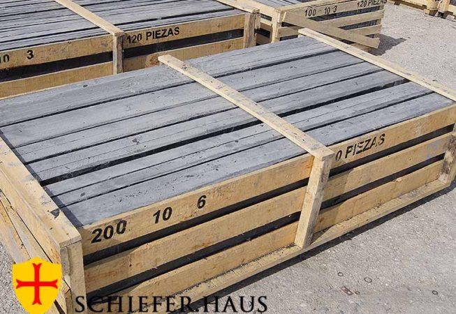 Rechteckige Schieferplatten für starke Beanspruchungen. Dicke großformatige Platten mit spaltrauer Oberfläche bis zu einer Länge von 2,5 m. Geeignet als Fußbodenbelag im Innen- und Aussenbereich für Gehwegs-, Terrassen-, Treppen- und sonstigen Bodenbelägen. Bei entsprechendem Untergrundaufbau auch zur Befahrung geeignet (wir beraten Sie gerne!).