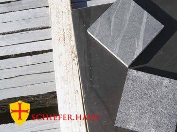 Die Schieferplatten und Fliesen bestechen mit ihrer edlen Natürlichkeit und der intensiven Anthrazit Farbe. Schiefer steine.