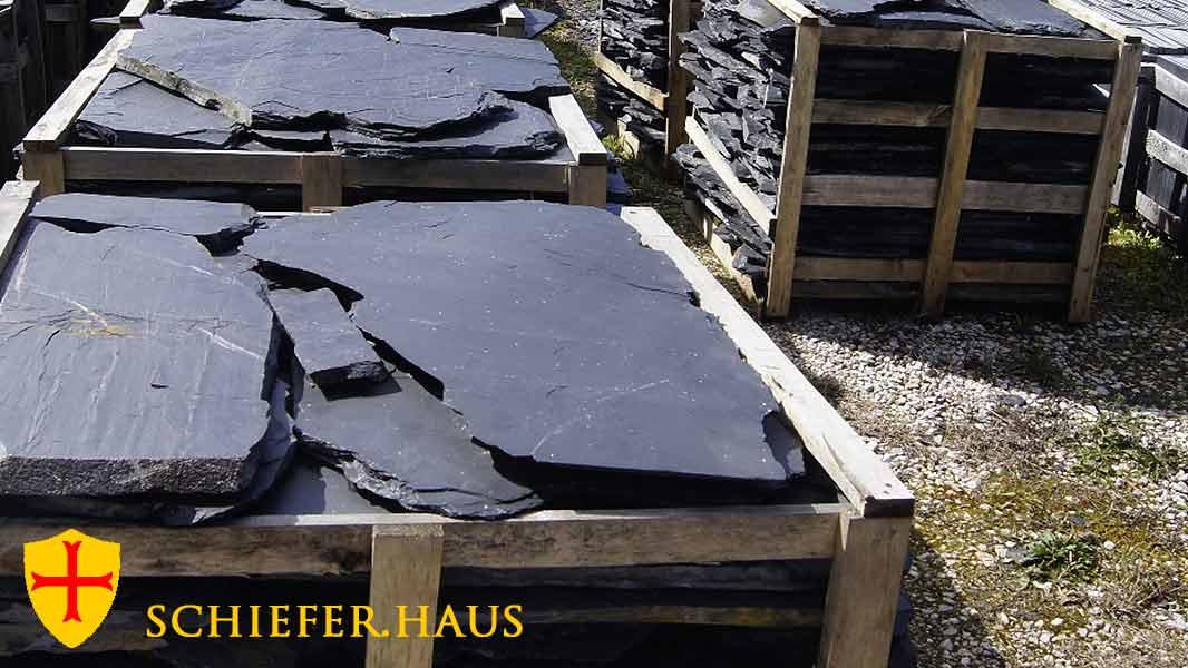 terrasse und garten mit naturschiefer polygonalplatten. Black Bedroom Furniture Sets. Home Design Ideas