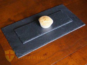 Mit diesen Platten aus Natur-Schiefer decken Sie den Tisch auf originelle Art und Weise. Schieferplatten.