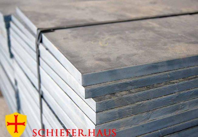 Schieferplatten schwarz polygonal. Für Innen und Außen.