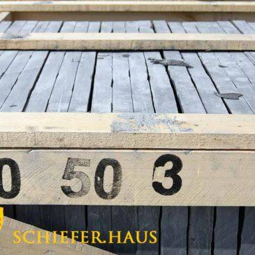 Terrassenplatten aus Schiefer für eine moderne Terrassengestaltung. Schiefer Terrassenplatten liegen im Trend. Sie bestechen durch ihre intensive