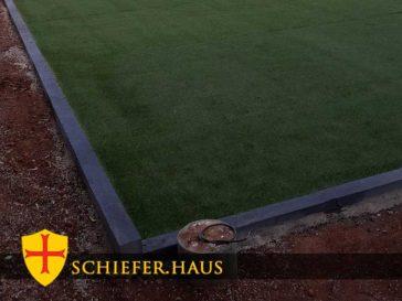 Schiefer-Bordstein. Schiefer Gartenpfosten. Randstein. Schiefer-Pfosten. Schieferpfahl. Schieferbalken. Latten. Spalten. Bordschiefer. Säule.